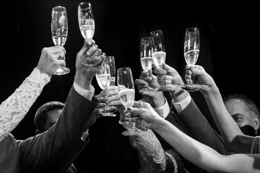 casamento em tiradentes, vila paolucci, vinicius matos, casamento luana e edgard, fotografia de casamento, fotógrafo de casamento, brinde